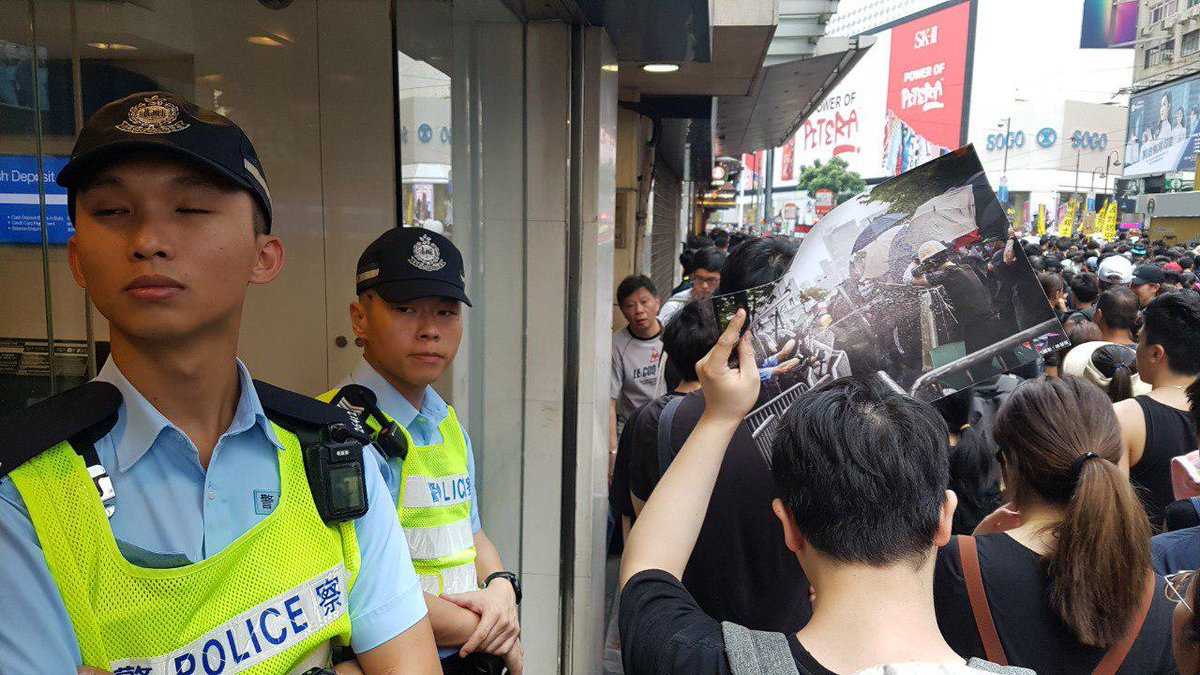 Anti-extradition protesters are carrying photos of injured demonstrators and images of apparent police misconduct, as the march in Causeway Bay remains at a standstill.  👉 In full: http://bit.ly/extraditionhk #NoToChinaExtradition