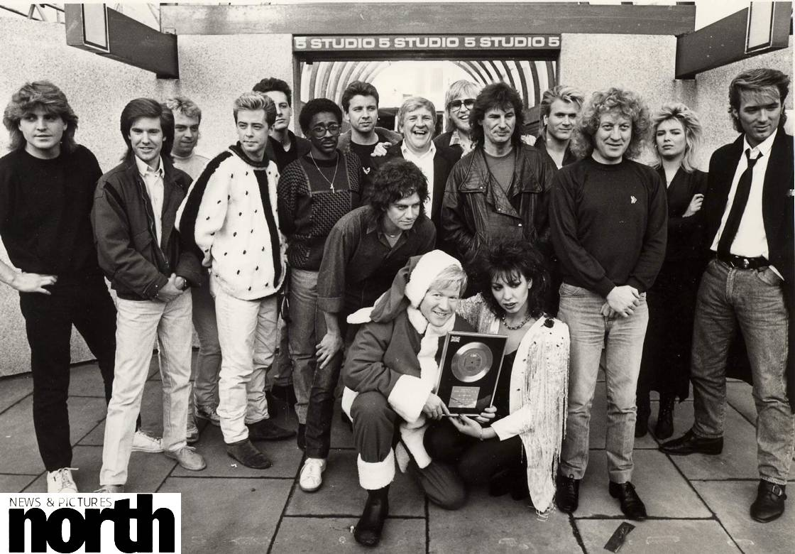 A stellar line-up of 80s pop stars pose outside @itvtynetees Studio 5 while filming the #Razzmatazz 1985 Christmas TV Special in #Newcastle - how many of the acts pictured can you name? #80smusic #80s #NNPArchives (Photo: Keith Perry)