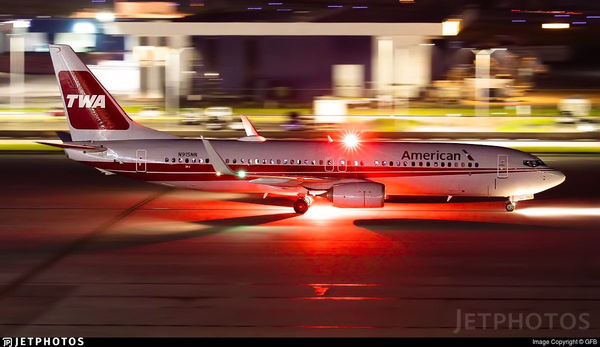 The American Airlines TWA heritage livery 737 in Houston. https://www.jetphotos.com/photo/9342547 © GFB