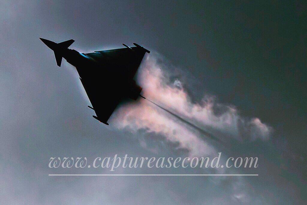 Typhoon. #raf #raf100 #typhoon #eurofighter #spluff #bringthenoise #aviation #avgeek #captureasecond @RAFTyphoonTeam @eurofighter @LincsSkies @RAFConingsby @fightersweep @FighterJets @RoyalAirForce @AfcoLincoln @RAFBF