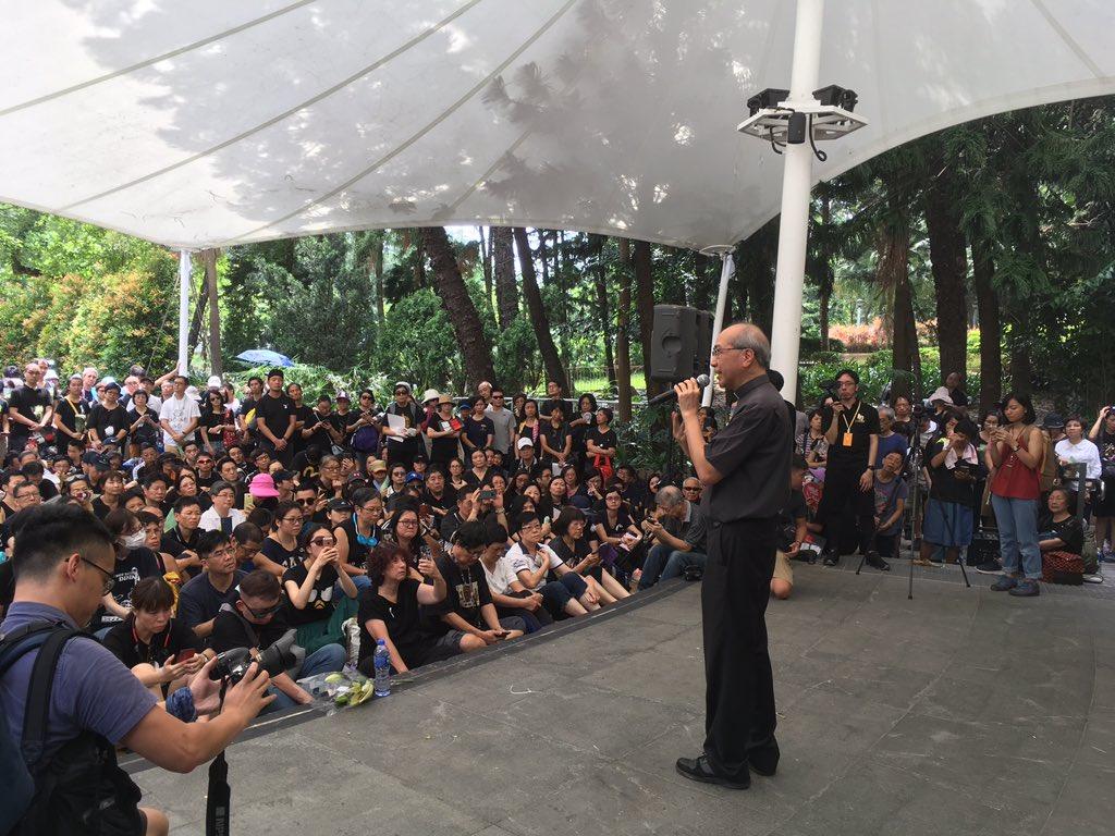 遊行前祈禱會,夏志誠輔理主教分享 #反逃犯條例修訂 #香港 Prayer meeting before the march. Auxiliary Bishop Joseph Ha Chi-shing did his sharing. #AntiExtraditionBill #HongKong