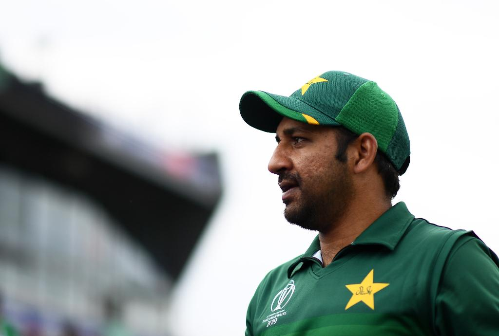 #SarfarazAhmed wins the toss and elects to bowl in Manchester! Pakistan bring in Imad Wasim and Shadab Khan while Vijay Shankar features for India. #TeamIndia #WeHaveWeWill