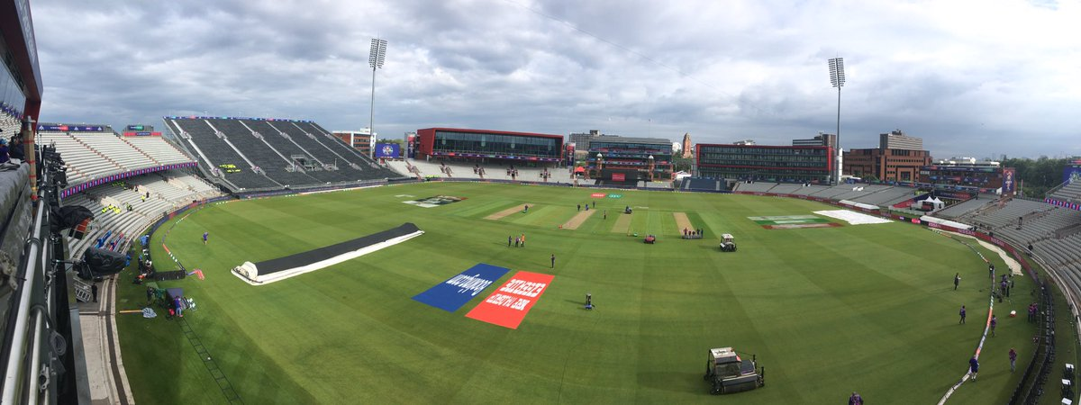 The sun is shining at Old Trafford.I repeat the sun is shining at Old Trafford. ☀️☀️☀️☀️☀️☀️☀️☀️☀️#bbccricket #CWC19