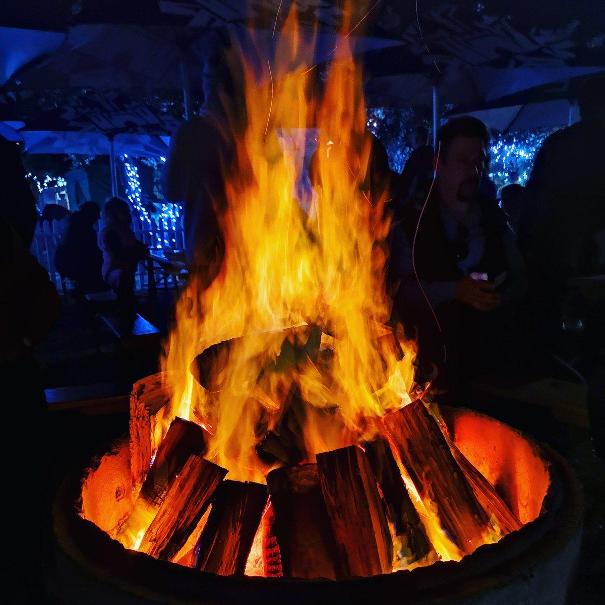 Keeping warm in #winterwonderland. #fire #winteriscoming https://t.co/QMpgveF59n