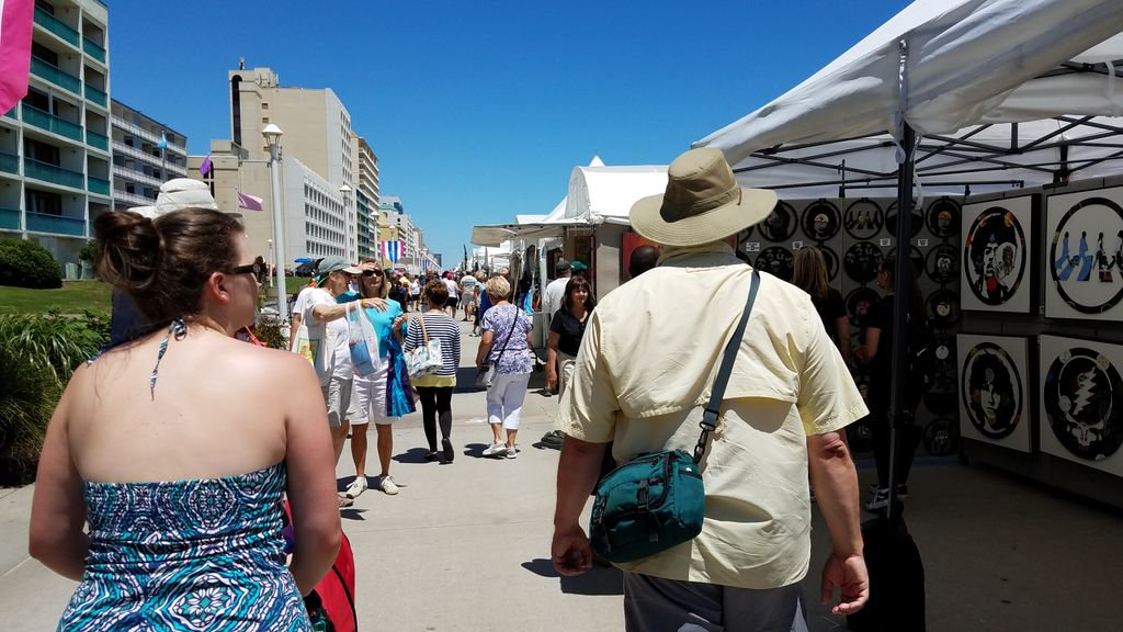 Its our last day on the Boardwalk! Dont miss the 64th Annual MOCA Boardwalk Art Show presented by PNC. Well be here until 5pm! buff.ly/2Hl1MYo #BoardwalkArtShow #VirginiaMOCA