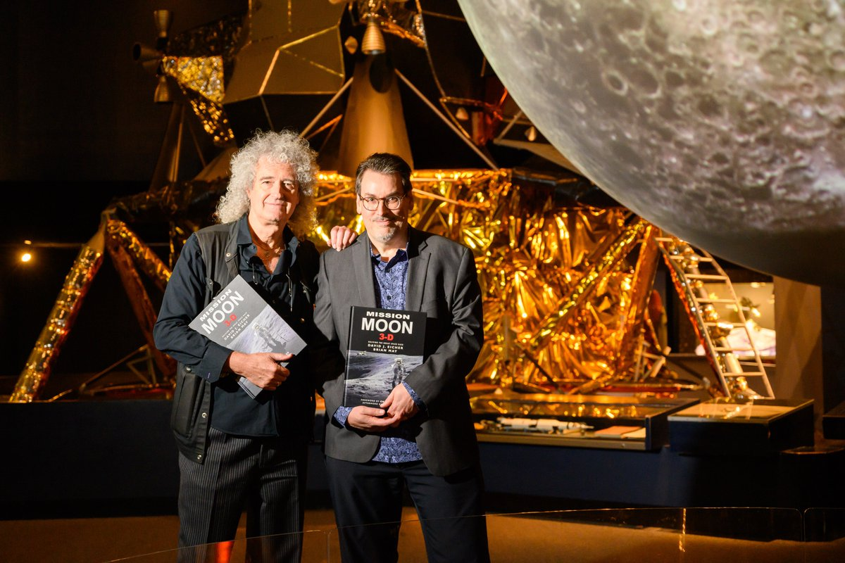 """.@QueenWillRock's guitarist @DrBrianMay & @DEicherstar Editor @AstronomyMag present """"Mission Moon 3-D: Reliving the Great Space Race"""" to @StarmusFestival V, Samsung Hall, Zurich. #MissionMoon3D  Tickets here:  https://www. starmus.com /      https://www. missionmoon3-d.com /   <br>http://pic.twitter.com/GQFz0dOU7N"""