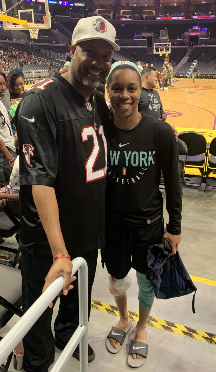 Enjoyed watchN some @WNBA action with the #BallNFam @Jumpman23 @nyliberty @A_Hooper25 play the @LA_Sparks good game #BrightFuture #KeepGrindN #KeepBallN