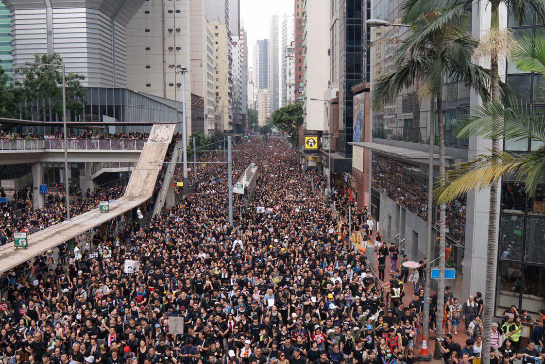 Thousands are crammed into Admiralty and Central as they call for the withdrawal of a controversial extradition bill and for Chief Executive Carrie Lam to resign.  👉 In full: http://bit.ly/extraditionhk