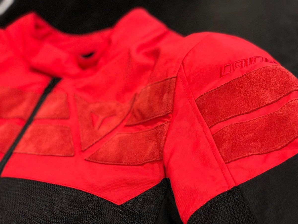 """高級感溢れるメッシュジャケット【AIR-TRACK】  夏のバイクシーズンが近づいて来ました! 暑くてもやっぱりバイクには乗りたくなります( """"!! そこで、夏でも快適でカジュアルなデザインのメッシュジャケットをご紹介致します。  https://www.d-storefukuoka.com/archives/21938/  #dainesecrew #dainese #ダイネーゼpic.twitter.com/aUMJpHEgYG"""