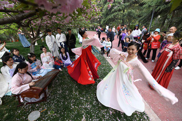 Traditional Han clothing has become increasingly popular among younger Chinese.