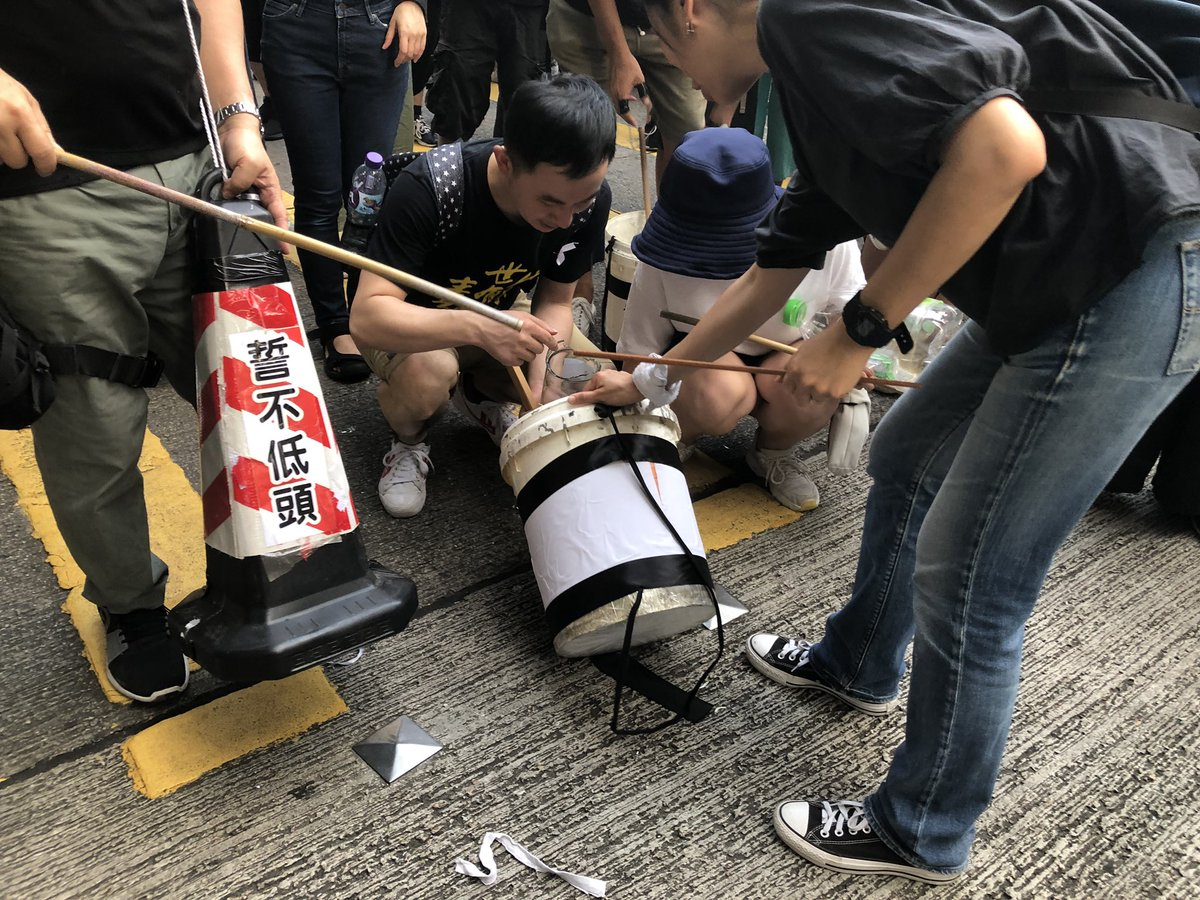 @SCMPNews A glass bottle was broken. Demonstrators knelt down to clean up the debris to make sure it won't hurt anyone.  #Extraditionbill
