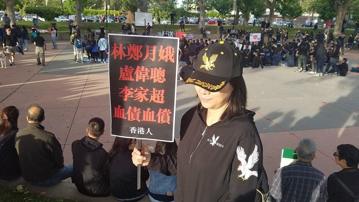 香港战友为了配合616抗议活动的主色调,黑色郭战帽战装闪亮登场✊✊✊ 估计今天参加活动的人数要接近两百万人!感动世界 拯救香港 改变中国✊✊✊香港民众我为你骄傲!为你自豪!