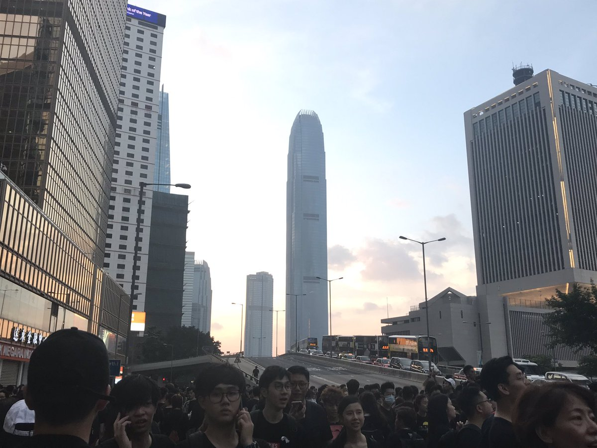 Traffic at a standstill in Admiralty as protesters start to occupy Harcourt Road #HongKong #ExtraditionBill #HongKongProtests
