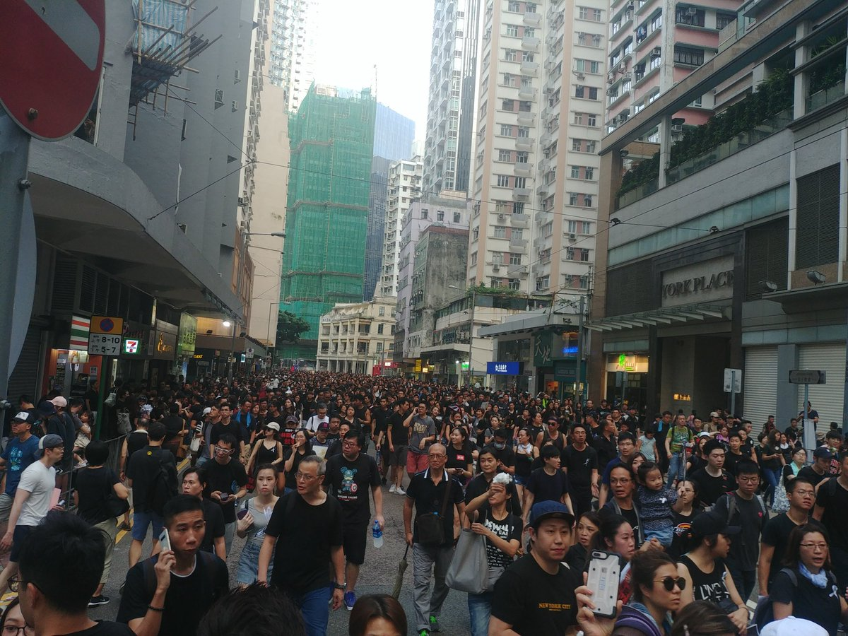 Johnston Road is now taken up by the march too #NoExtraditionToChina #AntiELAB #ExtraditionBill #HongKong #反送中