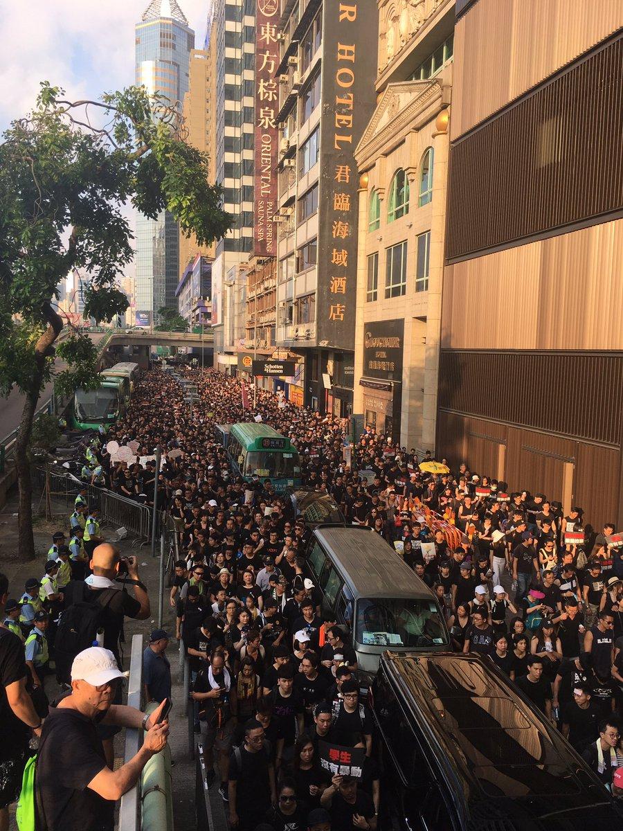 So so proud of Hong Kong this week (pic taken Gloucester Road around 6pm) #AntiELAB