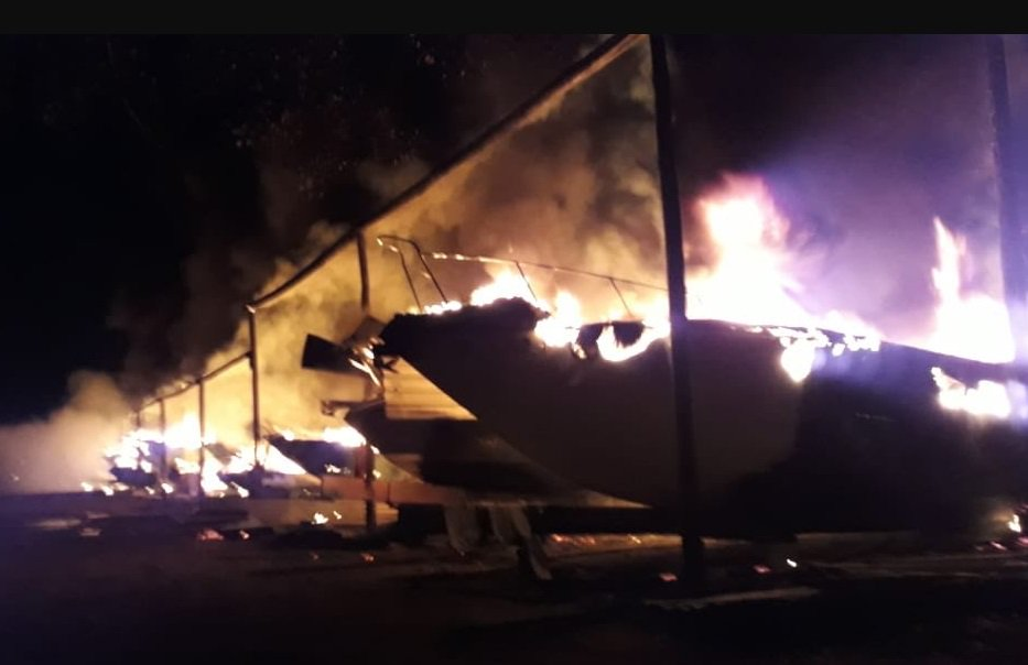 Eduardo Paganella On Twitter Incêndio Destrói Embarcações