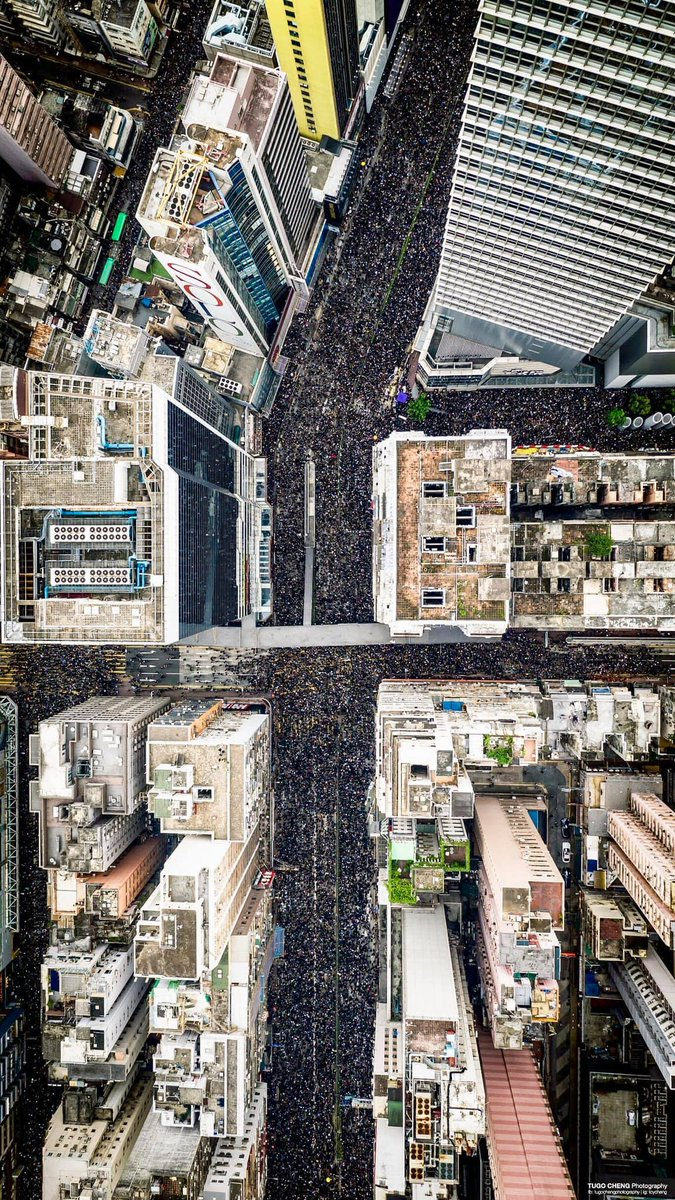 Drone shot of the march from TUGO CHENG Photography: #antiELAB Source: https://www.facebook.com/tugochengphotography/photos/a.813448245432827/2049718255139147/?type=3&theater…