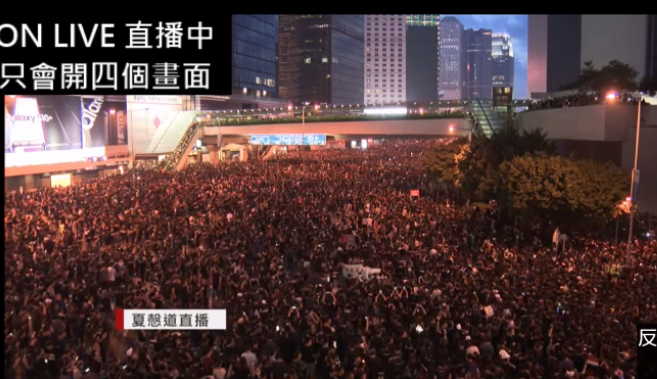 #extraditionbill #HongKongProtest 政府庁舎前。完全占領状態が続きます。
