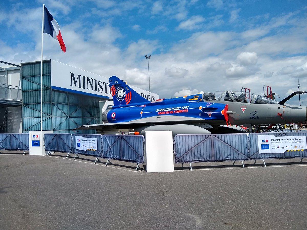 فرنسا تستعد لاستضافة معرض باريس للطيران 2019 D9LilrsW4AAoyHX