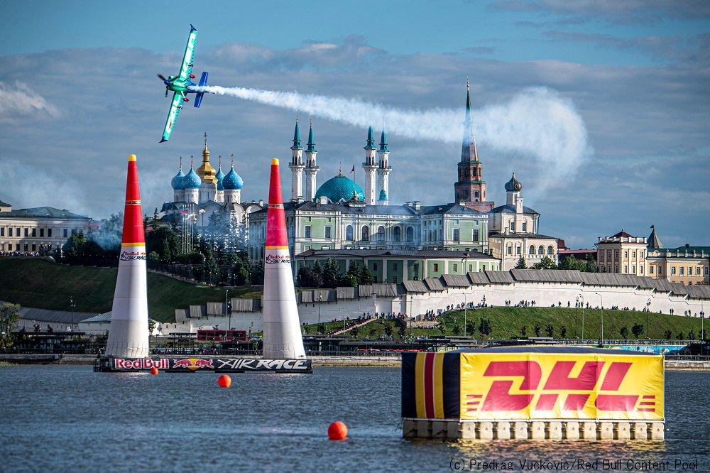 【RBAR2019第2戦カザン大会:決勝Round of 14】 Team FALKEN(室屋)は1:03.243秒(ノーペナルティ)を記録しベン・マーフィー選手に勝利。日本時間22時から始まるRound of 8ではミカ・ブラジョー選手と対戦予定。 Posted by Team FALKEN #airrace #YoshiMuroya #FALKEN #Breitling #LEXUS #RedBull