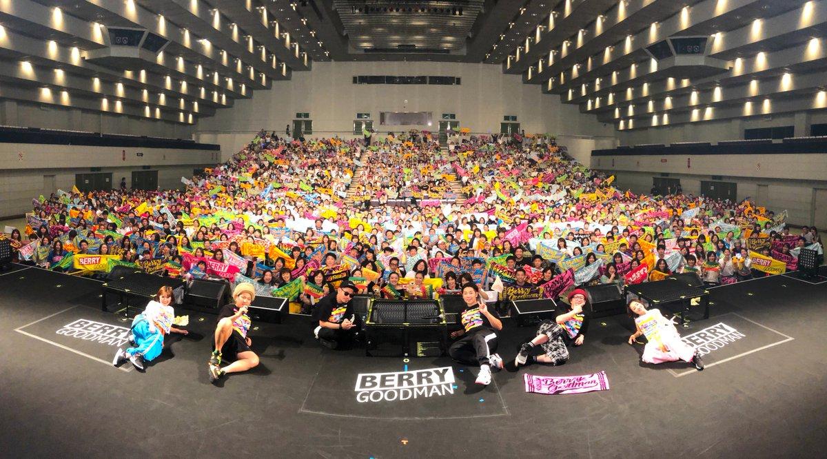 """《 i AM the BEST  滋賀県立文化交流会館 》  追加公演の滋賀は満員御礼✨ ベリグキッズが大合唱している姿に胸キュンしました👼❤️  結成のきっかけは""""滋賀""""のイベントでした🤝 大切な場所で、たくさんの人と最高の時間を共にできて幸せですっ🌻  滋賀ありがとう! #ベリーグッドマン #iAMtheBEST"""