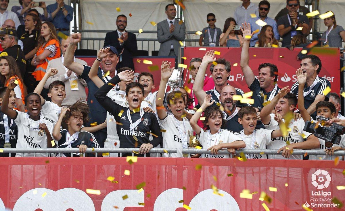 Los jugadores festejan el título en Villarreal (Foto: LaLiga).
