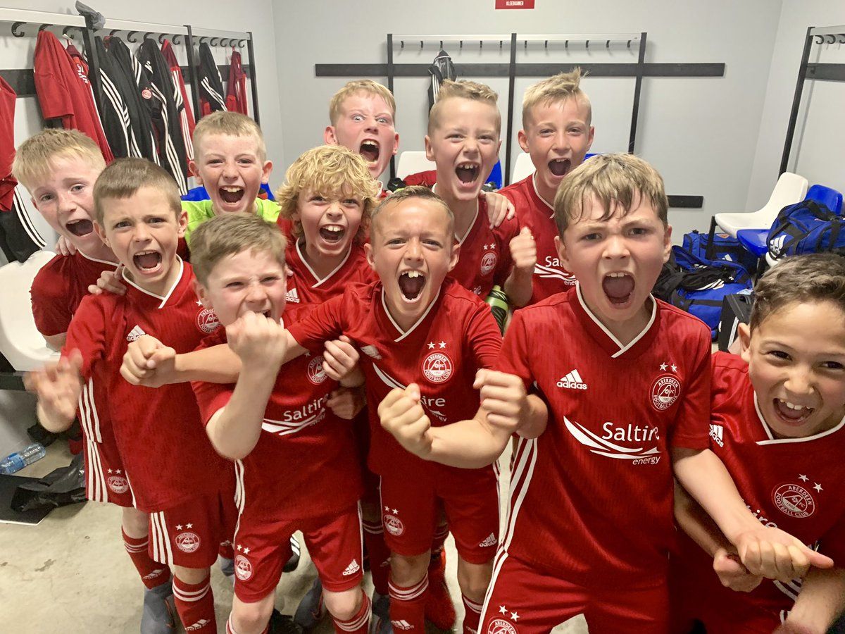 RVP INTERNATIONAL UPDATE  Think they enjoyed their first overseas tournament & winning their first 🏆   RVP Europa League Champions #YoungDonsInEurope