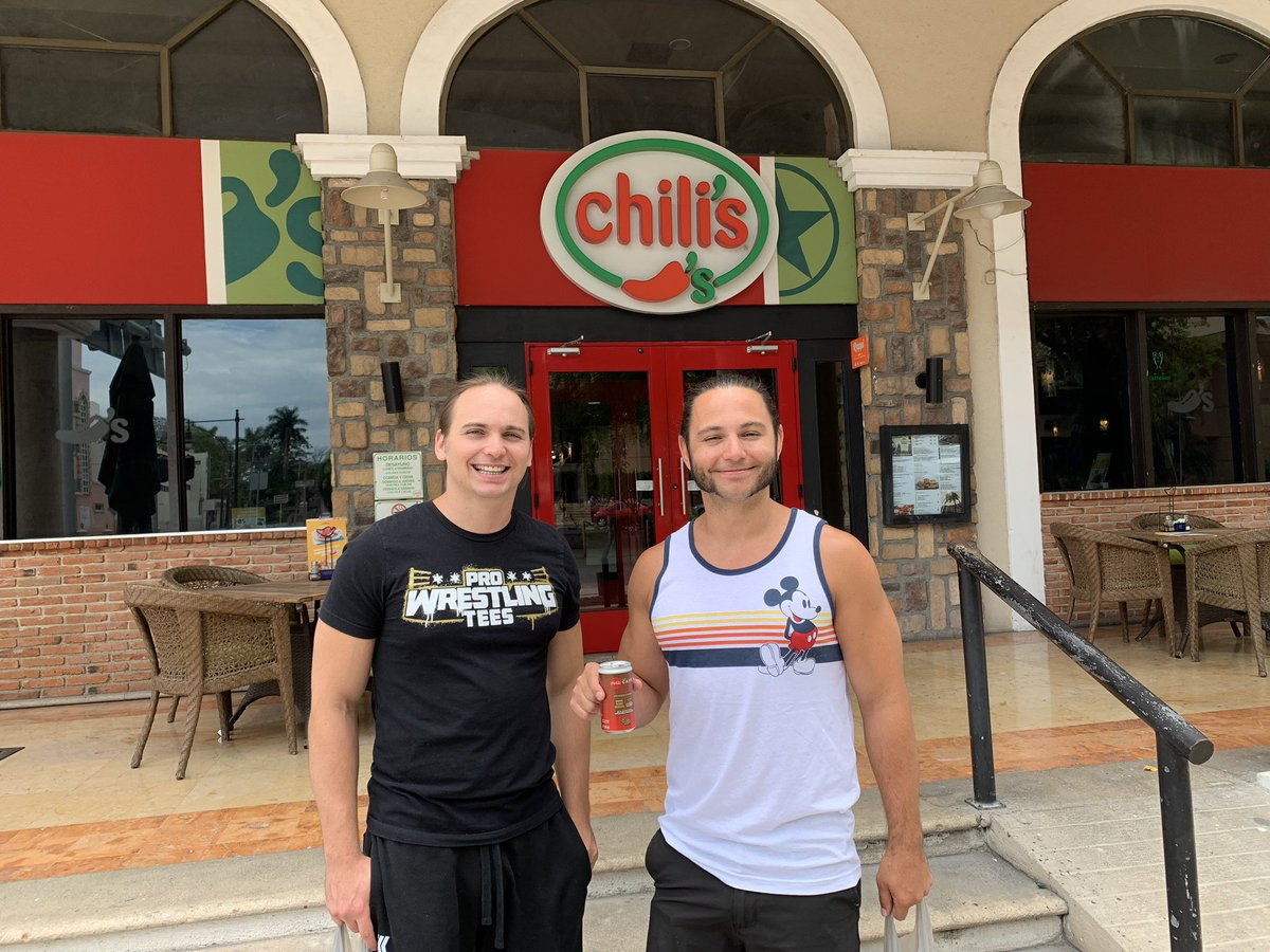 The Young Bucks decided to try some authentic Mexican cuisine while in Mérida<br>http://pic.twitter.com/YUVk9oRTDU