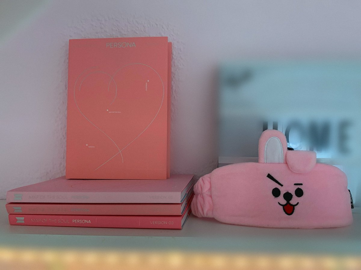 Hey everyone! Since I'm really new on Twitter I'm gonna start of with a give away (all Persona albums + Cooky headband)! Just retweet + like + comment a picture of your bias! Ends in 5 days 💜