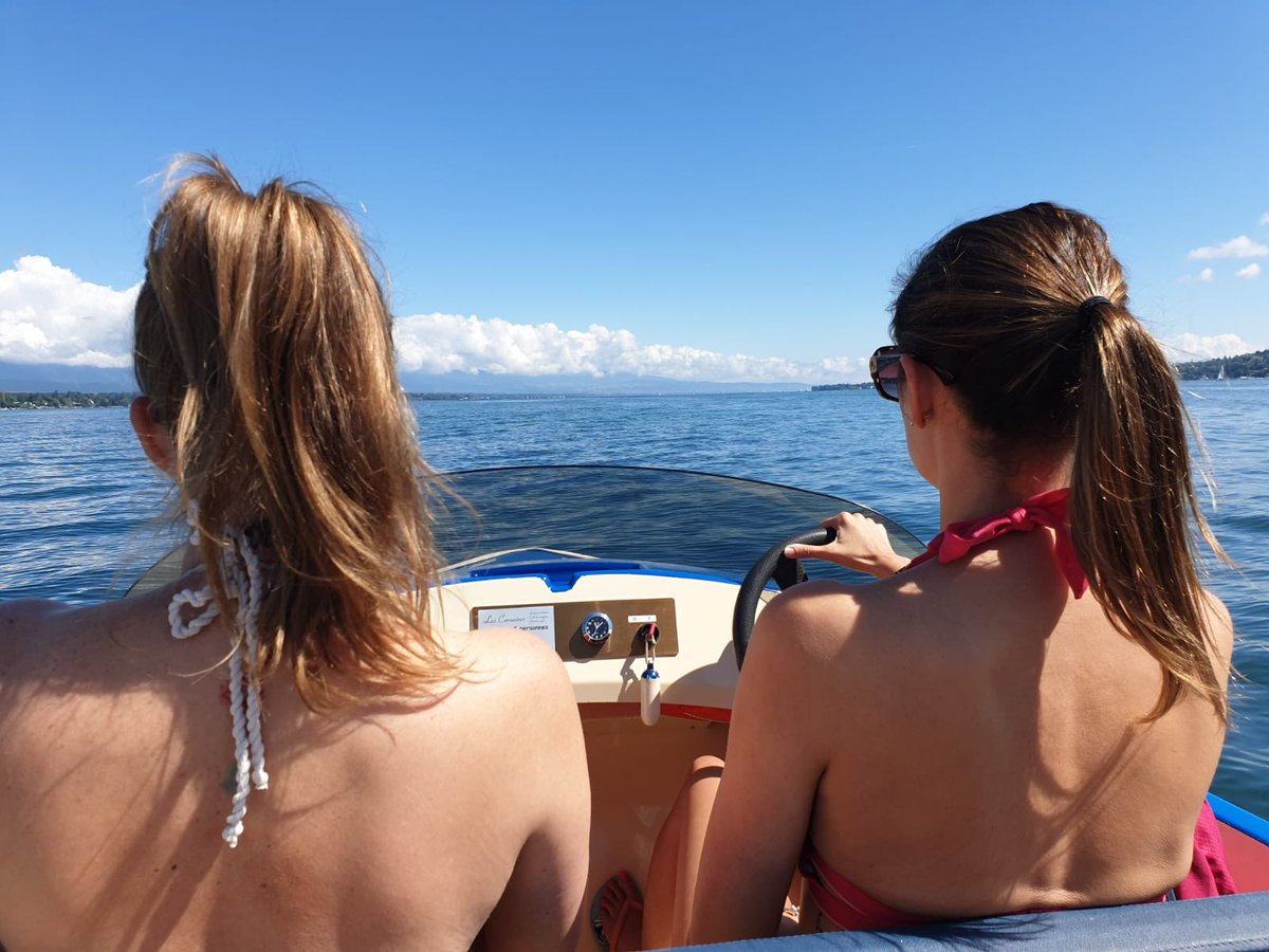 """RT @katesbaker: Who put me in charge of the  """"speed' boat?! #geneva #girls #escape https://t.co/MTrDvyX6AA"""