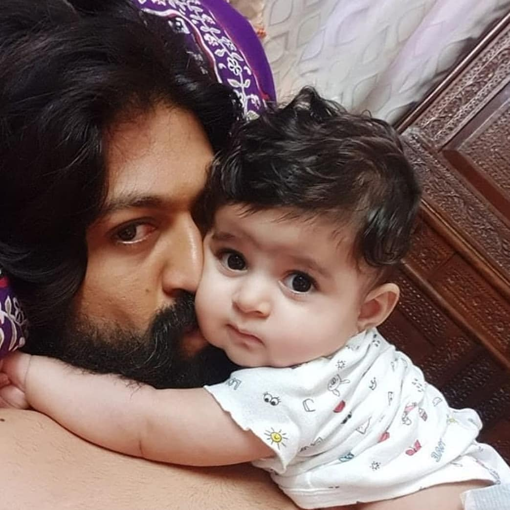 #fathersday special pics from @TheNameIsYash's family ...  Cute family 😍💕  #KGF #HappyFathersDay