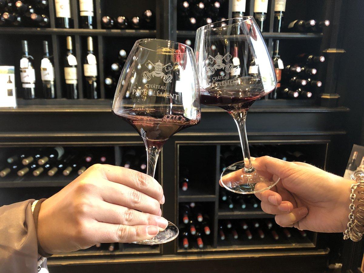 Happy Father's Day!   L'occasion de se retrouver en famille autour d'un repas et pourquoi pas, délicatement accompagné par l'un de nos nombreux vins.  #BernardMagrez #Fêtedespères #Fathersday #Wine https://t.co/wRTrfLei13