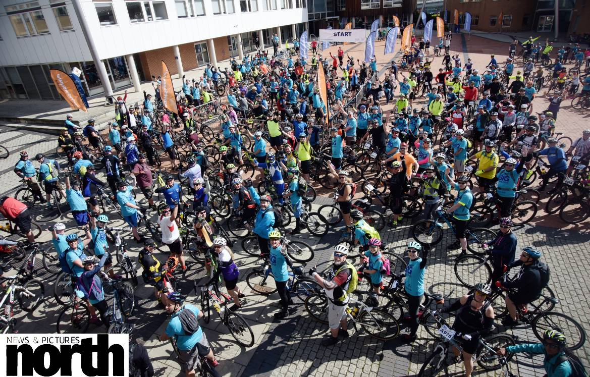Hundreds of cyclists take part in today's @ActiveSland #BIGBikeRide led by the Mayor and Mayoress of @SunderlandUK  Photos by @WillWalkerNNP #cycling #bicycle