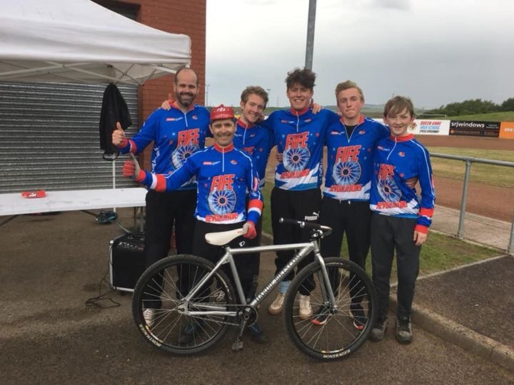Superb days racing with the @CycleFife Revolutions today against @Glasgow_csc to take the win 65 / 54 to stay top of the Div2 league chase #cycling #cyclespeedway #rubbingisracing #footoutflatout #monthefife @ScottishCycling @fifecouncil @activefife