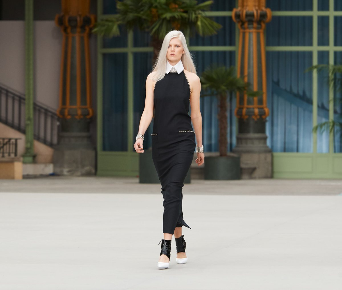 Looks of the #CHANELCruise 2019/20 collection, designed by #VirginieViard #DestinationCHANEL | Visit https://t.co/D1Kctf3DPO L'héritage de Coco Chanel #espritdegabrielle © #CHANEL https://t.co/8jEOZworwX