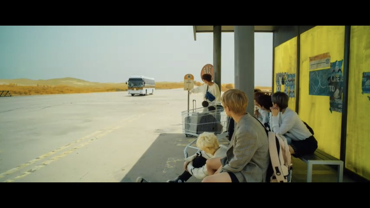 So what's the significance of the shopping cart again???  #StrayKids @Stray_Kids #SideEffects<br>http://pic.twitter.com/UvZ7STlIRY