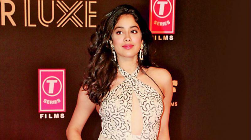 Janhvi Kapoor, Rajkummar Rao's film gets new title #Bollywood #Entertainment #JanhviKapoor #RajkummarRao https://www.imagesgirls.com/2019/06/janhvi-kapoor-rajkummar-raos-film-gets-new-title/…