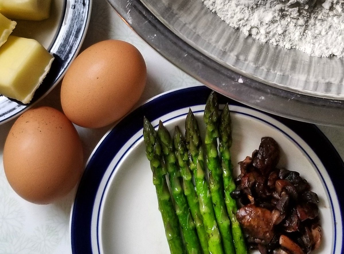 I'm making asparagus mushroom quiche this morning. Sooooo tasty! (For those who have never tried a quiche it's basically  a fancy omelette in a pie shell.) #HomeCooking #Quiche #FancyBreakfast #HomeGrown #OohLaLapic.twitter.com/RbdVitN0WC