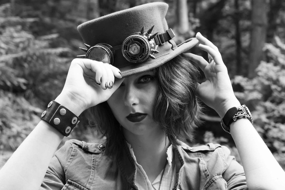 Showing off that #steampunk style in this awesome #photoshoot
