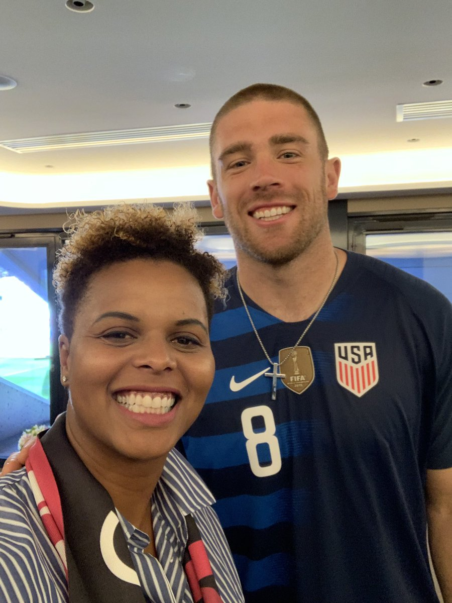 Just another reason to love @julieertz. Got to chat with @ZERTZ_86 and I just love ❤️ and these two together!!