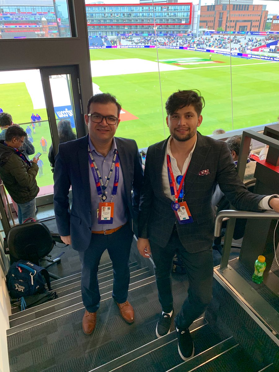If the match rather not continue after this rain break, India would considered winner by 6 runs. #PakvInd #CWC19 on a lighter not we took a quick Pic. 😜 @BBCSalman