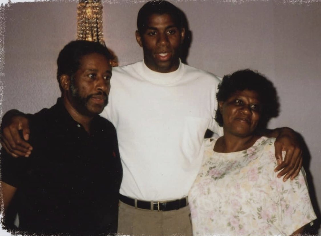 "Proverbs 20:7 ""The righteous man walks in his integrity; his children are blessed after him."" Thanks to your hardwork, determination & selflessness, my siblings & I are surely blessed. Happy Father's Day to my amazing Dad, Earvin Johnson Sr! I love you & I'm so thankful for you. <br>http://pic.twitter.com/9ijgcNUEzn"