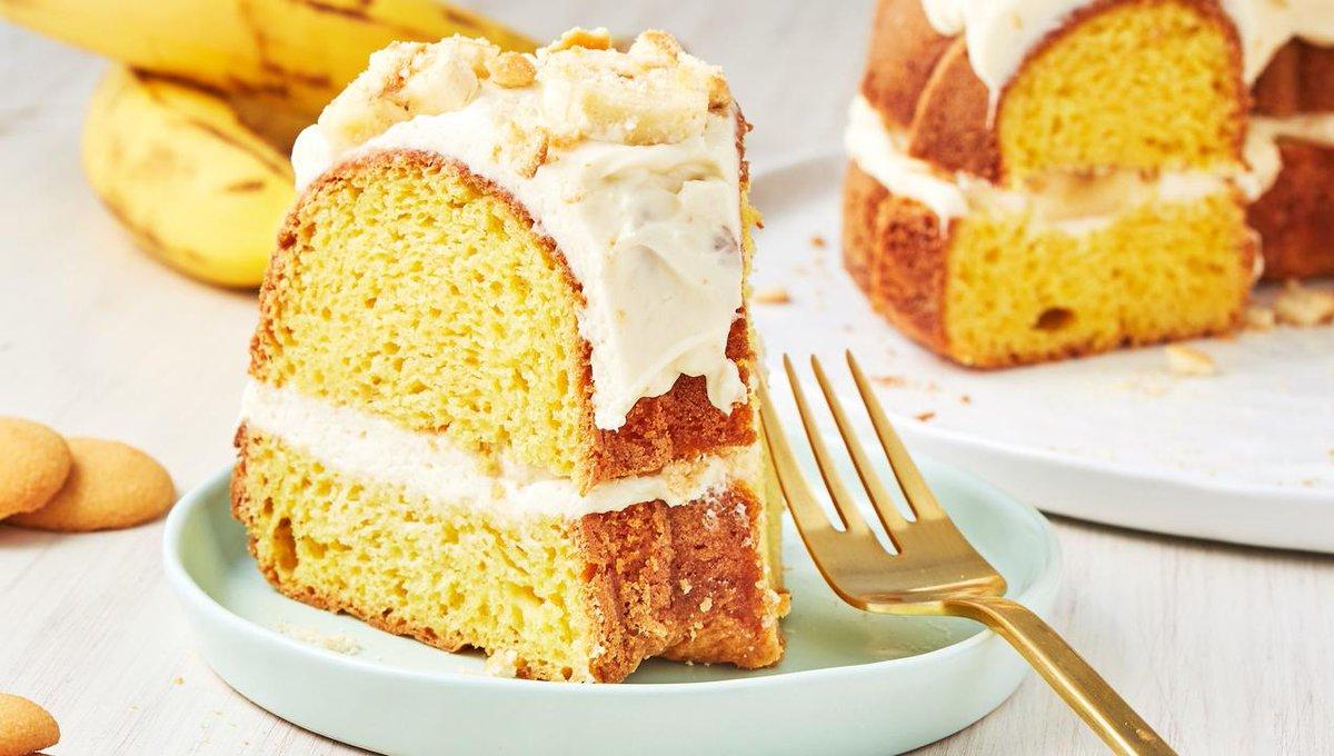 Banana Pudding Bundt Cake Is A Summer DREAM