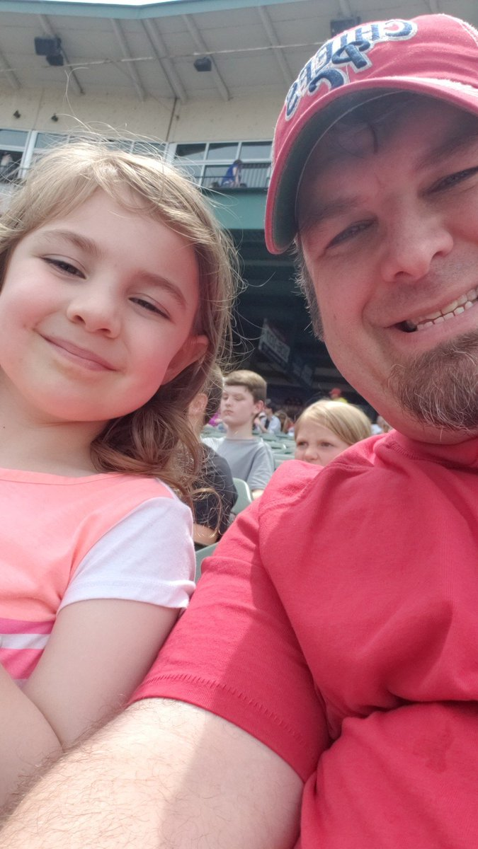 Father's Day present! Got a new lid and Everlee is pumped for the helicopter candy drop! @peoriachiefs  #GoChiefs https://t.co/EVZ9jFX22g