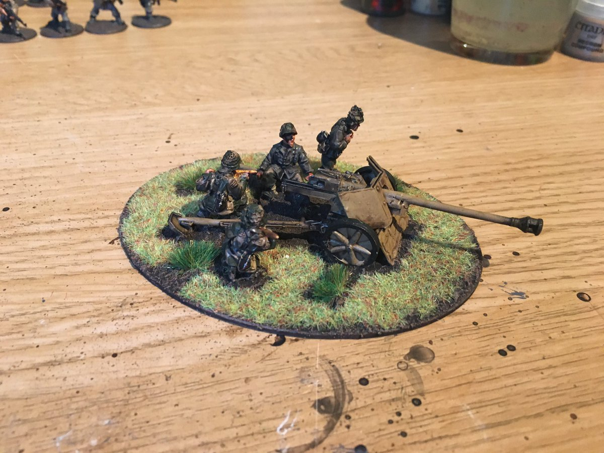 Hobby Update. Making (serious) progress on the heavy support. 7.5cm Pak 40 AT gun, 15cm sIG.33 Heavy Howitzer; 10.5cm leFH medium howitzer and 15cm Nebelwerfer. Just the pea-dot Camo left to finish on the uniforms left to finish! #WarlordGames #BoltAction #Warmongers