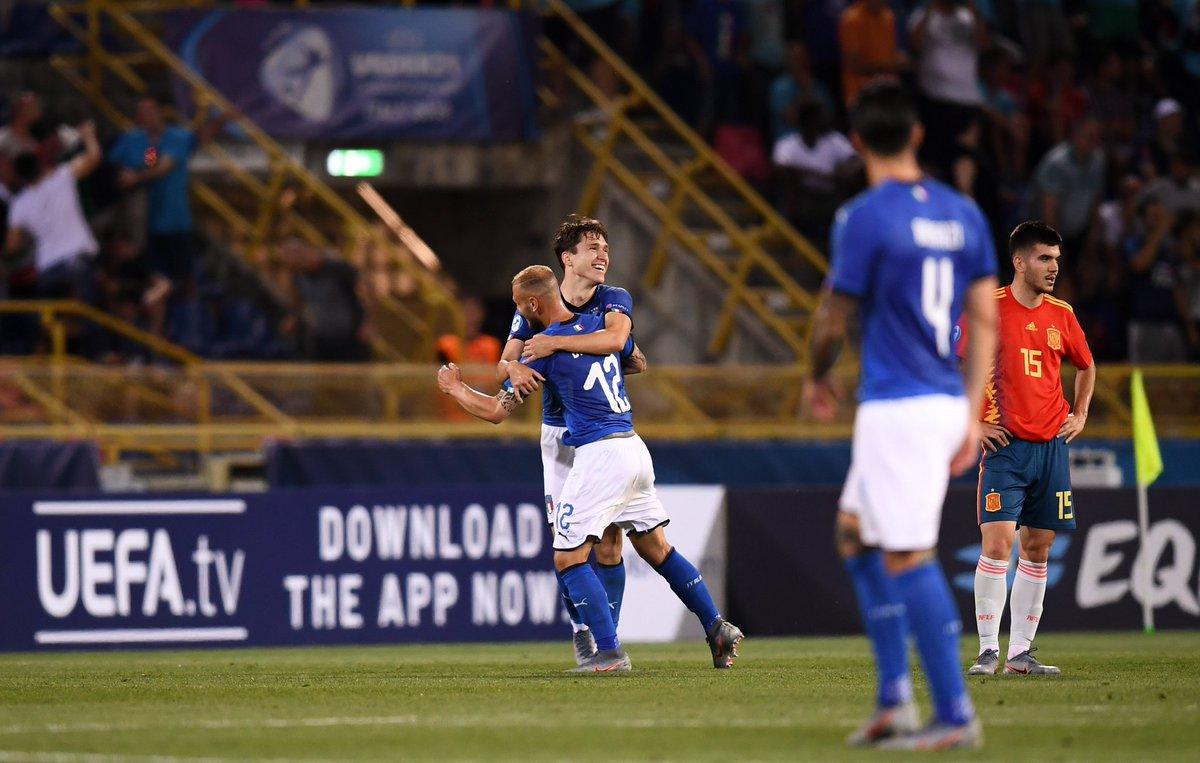 Los jugadores de Italia celebran el gol del empate (Foto: UEFA).