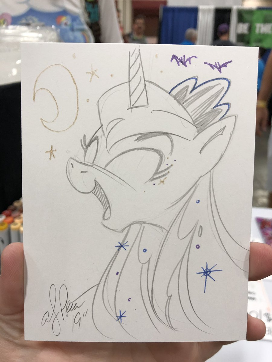 So much Luna at #heroescon ! #mlp <br>http://pic.twitter.com/4zTzxoDV38