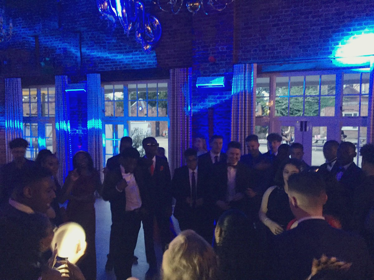 @LeaValleyTweets Year 11 showing how it's done at their Prom @Forty_Hall #dancing #moves #friendship https://t.co/G6XwyxcBq5