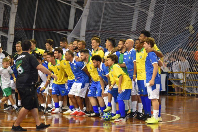 Denilson, Robinho, Felipe Anderson, etc.. all took part in a charitable game. It was also Elano's birthday. https://t.co/dta5X0GVud