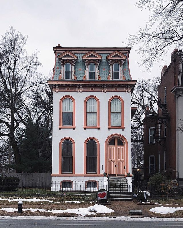 #Architecture Awesome of the Day: Historic #Victorian House 🏠 in Lafayette Square #StLouis #USA via @HousesVictorian 📷 madickey #SamaPlaces 🗺️